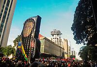 SÃO PAULO, SP, 29.05.2021 :  Protesto contra o Presidente Jair Bolsonaro : Manifestantes se aglomeram  na Av. Paulista região da zona sul da cidade São Paulo neste sábado (29). Em protesto manifestantes pedem a saída de Bolsonaro do poder e vacinação para toda a população.