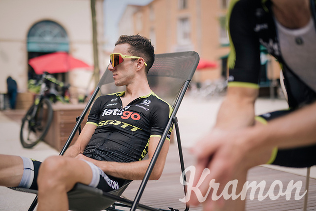 Adam Yates (IRL/Mitchelton Scott) relaxing <br /> <br /> D-1: last preperations 1 day before the start of the race<br /> <br /> Team Mitchelton-Scott going for a coffee-ride<br /> <br /> Le Grand Départ 2018<br /> 105th Tour de France 2018<br /> ©kramon