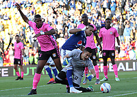 BOGOTÁ - COLOMBIA, 22-07-2018:Ayron Del Valle ( Centro) jugador de Millonarios disputa el balón con Jose Mosquera (Izq.) y Sergio Avellaneda (Der) jugadores del  Boyacá Chicó durante partido por la fecha 1 de la Liga Águila II 2018 jugado en el estadio Nemesio Camacho El Campín de la ciudad de Bogotá. /Ayron Del Valle (C) player of Millonarios  fights for the ball with Jose Mosquera (L) and Sergio Avellaneda (R) players of Boyaca Chico during the match for the date 1 of the Liga Aguila II 2018 played at the Nemesio Camacho El Campin Stadium in Bogota city. Photo: VizzorImage / Felipe Caicedo / Staff.
