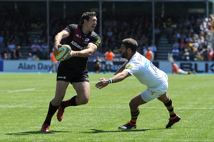 Alex Goode of Saracens passes to Chris Wyles of Saracens who scores a try during the Aviva Premiership Rugby semi final match between Saracens and Wasps at Allianz Park on Saturday 19th May 2018 (Photo by Rob Munro/Stewart Communications)