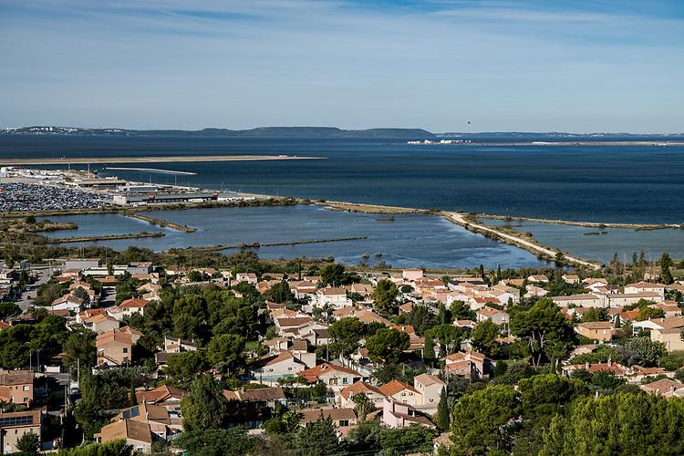 Vue aéroport et étang de Berre - Marignane et Saint-Victoret