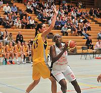 DBC Waregem - Castors Braine  : Shanavia Dowdell (9) aan de bal voor de blokkende Katalin Kurtosi (15)<br /> foto VDB / Bart Vandenbroucke