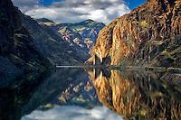 Hell's Canyon Reservoir calm water. Oregon/Idaho