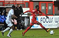 KV Kortrijk - KV Mechelen : Ernest Nfor aan de bal voor Anthonio Ghomsi.foto VDB / BART VANDENBROUCKE