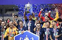 Esultanza Thiago Silva solleva la coppa e squadra <br /> Paris 24/07/2020 Stade de France <br /> Calcio Finale Coppa di Francia <br /> Paris Saint Germain vs Saint Etienne <br /> Foto Anthony Bibard/Panoramic/insidefoto <br /> ITALY ONLY