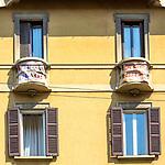 Milano 25 aprile 2020 in quarantena.  Festa della Liberazione,bandiere alle finestre e ai balconi.l'Italia