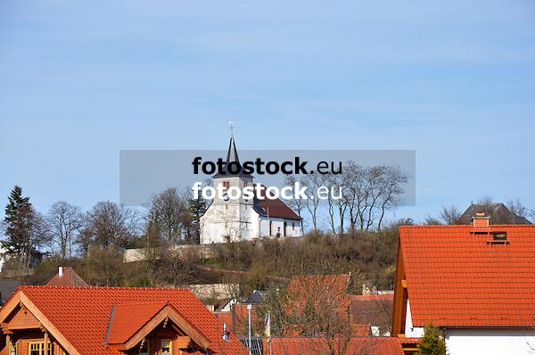 Evangelische Kirche über den Dächern von Hillesheim