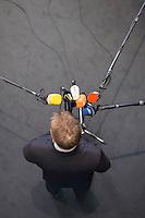 Am Mittwoch den 13. Januar 2016 musste der Innenminster von Nordrhein Westfalen, Ralf Jaeger, vor dem Innenausschuss des Budnestages zu den Vorfaellen in Koeln in der Sylvesternacht 2015 Stellung nehmen. In der Sylvesternacht kam es vor dem Koelner Hauptbahnhof zu massenweisen sexuellen Uebergriffen gegen Frauen, Koerperverletzungen und Diebstaehlen. Die Koelner Polizei und spaetr herangezogene Polizeikraefte aus NRW konnten die Lage nicht unter Kontrollen bringen.<br /> Im Bild: Ralf Jaeger nach der Ausschusssitzung bei seiner Erklaerung vor der Presse.<br /> 13.1.2016, Berlin<br /> Copyright: Christian-Ditsch.de<br /> [Inhaltsveraendernde Manipulation des Fotos nur nach ausdruecklicher Genehmigung des Fotografen. Vereinbarungen ueber Abtretung von Persoenlichkeitsrechten/Model Release der abgebildeten Person/Personen liegen nicht vor. NO MODEL RELEASE! Nur fuer Redaktionelle Zwecke. Don't publish without copyright Christian-Ditsch.de, Veroeffentlichung nur mit Fotografennennung, sowie gegen Honorar, MwSt. und Beleg. Konto: I N G - D i B a, IBAN DE58500105175400192269, BIC INGDDEFFXXX, Kontakt: post@christian-ditsch.de<br /> Bei der Bearbeitung der Dateiinformationen darf die Urheberkennzeichnung in den EXIF- und  IPTC-Daten nicht entfernt werden, diese sind in digitalen Medien nach §95c UrhG rechtlich geschuetzt. Der Urhebervermerk wird gemaess §13 UrhG verlangt.]