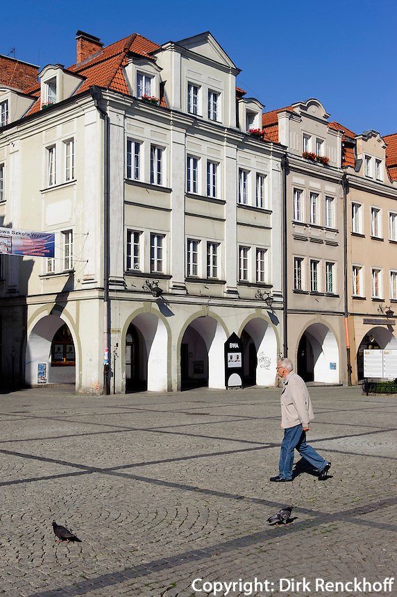 Giebelhäuser am Rathausplatz in Jelenia Gora (Hirschberg), Woiwodschaft Niederschlesien (Województwo dolnośląskie), Polen, Europa<br /> Gable Houses at Market square  in Jelenia Gora, Poland, Europe