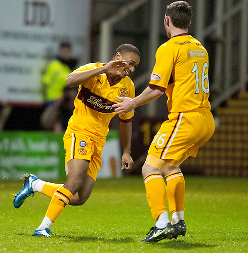 PICTURE BY - ROB CASEY .DESCRIPTION - MOTHERWELL v DUNFERMLINE.PIC SHOWS - CHRIS HUMPHREY CELES SCORING MOTHERWELL'S THIRD GOAL….. 3-1