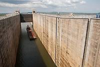 As  eclusas de Tucuruí, com capacidade para dar passagem a 40 milhões de toneladas de carga por ano, a maior do mundo segundo a Eletronorte. A obra, concluída por convênio entre o Ministério dos Transportes Denit, Eletrobras e Eletronorte,  faz parte do projeto da hidrovia Araguaia Tocantins que ligará Belém no Pará a região do alto Araguaia no Mato Grosso com uma extensão aproximada de 2 .000 km passa pelos últimos ajustes para inauguração que ocorre amanhã dia 30/10/2010 pelo  presidente Luiz Inácio Lula da Silva e Dilma Roussef, presidente eleita, <br /> Tucuruí, Pará, Brasil.<br /> Paulo Santos<br /> 29/10/2010