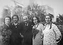 Syria 1936 .In Damascus, Kamuran Bedir Khan with women of his family, from left to right, Djelila, Nezyeha, Ruchen and Zeynab  .Syrie 1936 .A Damas, Kamuran Bedir Khan entoure des femmes de sa famille, de gauche a droite, Djelila, Nezyeha,Ruchen et Zeynab