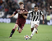Calcio, Serie A: Torino, Allianz Stadium, 23 settembre 2017. <br /> Juventus' Alex Sandro (r) in action with Torino's Lucas Boyè (l) in action during the Italian Serie A football match between Juventus and Tori0i at Torino's Allianz Stadium, September 23, 2017.<br /> UPDATE IMAGES PRESS/Isabella Bonotto