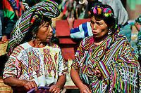 CHAJUL / QUICHE' / GUATEMALA.DONNE MAYA IXIL NEI LORO VESTITI TRADIZIONALI..FOTO LIVIO SENIGALLIESI