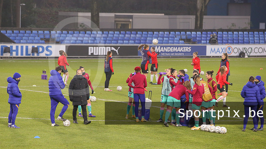 Head coach Luis Cortes (Barcelona), trainers and players pictured during the warm up before a female soccer game between PSV Eindhoven Vrouwen and Barcelona, in the round of 32, 1st leg of Uefa Womens Champions League of the 2020 - 2021 season , Wednesday 9th of December 2020  in , Eindhoven, the Netherlands. PHOTO SPORTPIX.BE | SPP | SEVIL OKTEM