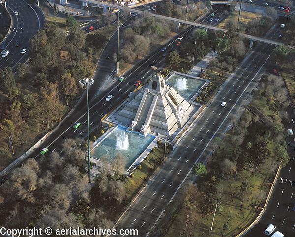 aerial photograph of the Monument to La Raza at the Circuito Interior highway, Mexico City | fotografía aérea del Monumento a La Raza en la carretera del Circuito Interior, Ciudad de México