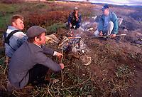 Jasenovac / Croazia 1995.Il Campo di concentramento di Jasenovac fu il più grande campo di concentramento costruito nei Balcani durante la seconda guerra mondiale, creato dallo Stato Indipendente di Croazia, retto di fatto da Ante Paveli, alleato delle potenze dell'Asse..Si trova nei pressi dell'omonimo paese sulle rive del fiume Sava, ad un centinaio di chilometri a sud-est di Zagabria, vicino all'attuale confine croato-bosniaco..Durante il conflitto degli anni '90 è tornato ad essere zona contesa tra esercito serbo e croato..Nella foto un gruppo di neo-Ustasha festeggia la conquista dell'area di Jasenovac dopo l'offensiva dell'esercito croato del luglio 1995..Foto Livio Senigalliesi..Jasenovac / Croatia.Jasenovac concentration camp was the largest extermination camp in the Independent State of Croatia (NDH) and occupied Yugoslavia during World War II. The camp was established by the Croatian Ustasha regime in August 1941 and dismantled in April 1945. In Jasenovac, the largest number of victims were ethnic Serbs, whom Ante Paveli considered the main racial opponents of Croatia, alongside the Jews and Roma peoples..During the recent conflict Jasenovac became again the line of confrontation between Serbs and Croats. In the picture a group of new-ustasha making barbecue among the massive graves of WW2 after the conquest of the area with the offensive Oluja on July 1995..Photo Livio Senigalliesi