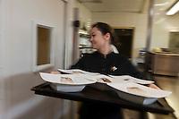 Europe/France/Pays de la Loire/44/Loire-Atlantique/La Plaine-sur-Mer: En cuisine à Hôtel-Restaurant: Anne de Bretagne, port de la Gravette - le service [Non destiné à un usage publicitaire - Not intended for an advertising use]