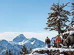Deutschland, Bayern, Oberbayern, Berchtesgadener Land, Berchtesgaden: Familie mit zwei Kindern auf dem Weg zum Jennergipfel   Germany, Upper Bavaria, Berchtesgadener Land, Berchtesgaden: family with two kids on their way to Jenner summit