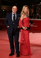 Gli scenografi italiani Dante Ferretti (s) w sua moglie  Francesca Lo Schiavo posano sul red carpet di apertura della 13 edizione della Festa del Cinema di Roma, 18 ottobre 2018.<br /> Italian set decorators Dante Ferretti (l) and his wife Francesca Lo Schiavo pose on the 13th Rome Film Festival opening red carpet in Rome, October 18, 2018.<br /> UPDATE IMAGES PRESS/Isabella Bonotto