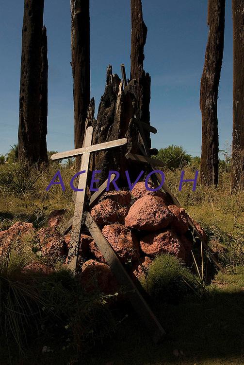 Monumento aos mortos durante o massacre de trabalhadores rurais do MST acontecido em 17 de abril de 1996 na estrada Pa 150 no local conhecido como curva do S.<br /> Eldorado de Carajás, Pará, Brasil.<br /> Foto Paulo Santos/Interfoto<br /> 18/08/2009.