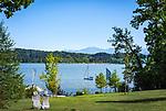 Deutschland, Bayern, Oberbayern, Chiemgau, bei Rosenheim: Blick ueber den Simssee in die Chiemgau Alpen | Germany, Upper Bavaria, near Rosenheim: view across Lake Simssee towards Chiemgau Alps