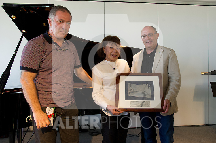 """The japanese pianist Toshiko Akiyoshi receives the """"Donostiako  Jazzaldia"""" Award and offers a piano concert in the Basque Culinary Center during the 49th Heineken Jazzaldia in San Sebastian to July 25 of 2014. In the image Miguel Martin (L) (Director of the Festival), Toshiko Akiyoshi (C) and Juan Carlos lzagirre (R) (Mayor of San Sebastian)"""