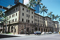 Honolulu: Bank and office building