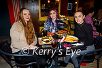 Enjoying outdoor dining in the Ranch House in Killarney on Saturday, l to r: Chloe Hayes (Fossa), Chroia Slattery (Listry) and Emma Vaughan.