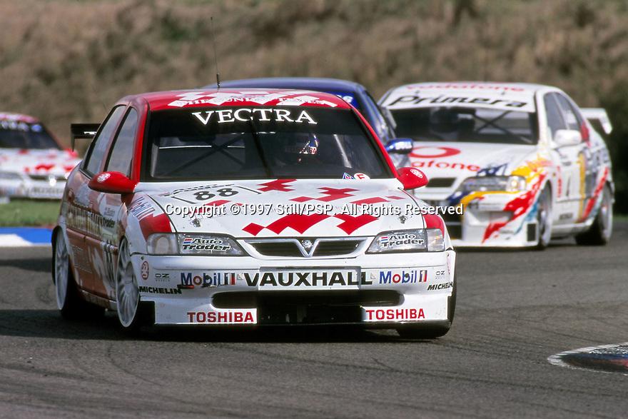 1997 British Touring Car Championship #88 Derek Warwick (GBR). Vauxhall Sport. Vauxhall Vectra.