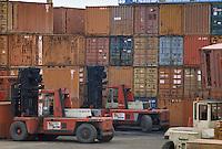 - movement of containers in La Spezia harbor....- movimento di containers nel porto di La Spezia