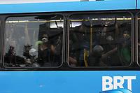 Rio de Janeiro (RJ), 29/04/2020 - Transporte-Rio - Transporte publico lotado na avenida das Americas na Barra da Tijuca zona oeste do Rio de Janeiro no final da tarde desta quarta-feira (29). (Foto: Alexandre Durao/Codigo 19/Codigo 19)