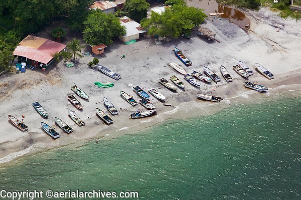 aerial photograph of fishing boats on a Pacific ocean beach, Panama | Fotografía aérea de barcos pesqueros en una playa del océano Pacífico, Panamá