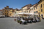 Italy, Tuscany, Lucca: Restaurants in the Piazza Anfiteatro Romano | Italien, Toskana, Lucca: Restaurants auf der Piazza Anfiteatro Romano
