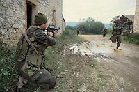 """- paratroopers of the airborne brigade Folgore in training, special forces of 9th assault battalion """"Col Moschin""""..- paracadutisti della brigata aerotrasportata Folgore in addestramento, incursori del 9° battaglione """"Col Moschin"""""""