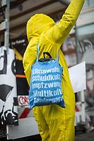 """Ca. 70 Menschen protestierten am Mittwoch den 2. Dezember 2020 in Berlin vor Medienhaeusern gegen die ihrer Meinung nach, unausgewogene Berichterstattung ueber die Proteste von Coronaleugnern und forderten, dass sie und als Coronaleugner bekannte Aerzte als Experten in Talkshows eingeladen werden.<br /> Im Bild: Ein Demonstrant mit einem Stoffbeutel mit den rechten Schlagwoertern """"Klimawahn, Schuldkult, Impfzwang, Multikulti, Gendergaga"""".<br /> 2.12.2020, Berlin<br /> Copyright: Christian-Ditsch.de"""