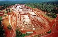 Mina de Ouro do Igarapé Bahia explorada pela CVRD-Companhia Vale do Rio Doce em Carajás no sul do Pará- Brasil.<br />©Foto: Paulo Santos/Interfoto.<br />1998<br />Negativo Cor 135 Nº 6223 T2 F6