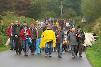 Retour de transhumance a Saint-Rivoal depuis le mont Saint-Michel-de-Braspart, en 2009