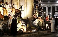 Papa Francesco omaggia il Presepe al termine dei Primi Vespri e Te Deum in ringraziamento per l'anno trascorso, in Piazza San Pietro, Citta' del Vaticano, 31 dicembre 2017.<br /> Pope Francis pays homage to the Nativity scene at the end of a new year's eve vespers Mass, in St. Peter's Square, at the Vatican 31 December 2017.<br /> UPDATE IMAGES PRESS/Isabella Bonotto<br /> <br /> STRICTLY ONLY FOR EDITORIAL USE