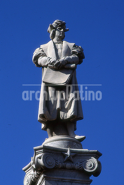 File picture of the monument still at its place.<br /> Born in Genoa, Italy in the year 1450, Cristopher Columbus was one of the boldest travelers of all times. He convinced the Catholic Monarchs of Spain to finance his expedition to get Asia saling towards the West discovering in 1492, just by chance, an entire new continent.<br /> Colon only got to Buenos Aires, the capital city of Argentina, in the form of a massive 650 tons 26 meters tall statue made by artist Arnoldo Zocchi donated by the Italian community to  celebrate the  centennial of the country independence  in 1910.  <br /> Placed behind the government palace, also know as Pink House, Colombus watched the shore of Rio de la Plata for more than a century.<br /> In June 2013 was waked up. Bitterly.  Argentina president Cristina Fernandez de Kirchner ordered to take  him away to  inaugurate in his place another statue  of Juana Azurduy donated by Bolivian community. Maybe the President liked to be sympathetic at the eyes the small Indians communities of Argentina. Or maybe she just wanted to be in the headlines. But she stayed firm in his plan to send the statue to Mar del Plata, a beach resort 400 kilometers away. <br /> The news aroused loud critics in the country, from the political opposition to Italian community in Argentina. Lawyers appeared. Lawsuits erupted. The scandal peaked when Buenos Aires City Hall, under the command of the opposition, ruled that the statue belongs to the city and could not  be removed from its boundaries. <br /> Patient, cut in pieces, laying in the grounds behind the government palace, the sailor Cristopher Columbus waited for his new destination. <br /> An agreement between the President and the city authorities was reached early this year. But so far, no one knows when Christopher will be put togheter again, where and who will pay the bill of such a joke.