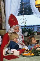 Europe/Autriche/Tyrol/Zirl: Arrivée de Saint-Nicolas dans une famille