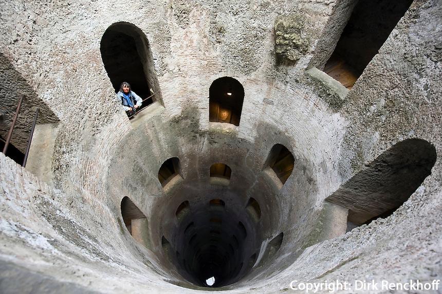 Italien, Umbrien, Brunnen Pozzo di San Patrizio in Orvieto, 62m tief