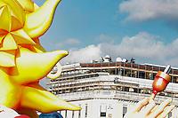 Nice le 19 Fevrier 2107 Place Massena unique sotie du Corso Carnavalesque Parada Nissarda de jour Control Securite
