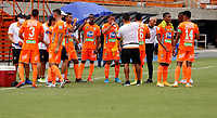 ENVIGADO - COLOMBIA, 28–02-2021: Jugadores de Envigado F. C., durante partido entre Envigado F. C., y Deportivo Independiente Medellin de la fecha 10 por la Liga BetPlay DIMAYOR I 2021, en el estadio Polideportivo Sur de la ciudad de Envigado. / Players of Envigado F. C., during a match between Envigado F. C., and Deportivo Independiente Medellin of the 10th date for the BetPlay DIMAYOR I 2021 League at the Polideportivo Sur stadium in Envigado city. Photo: VizzorImage / Donaldo Zuluaga / Cont.