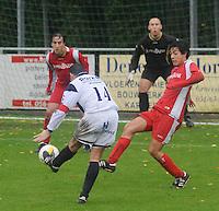 KVC Wingene - SV Moorsele..Lieven Thorrée knalt tevergeefs naar het doel van Moorsele...foto VDB / BART VANDENBROUCKE