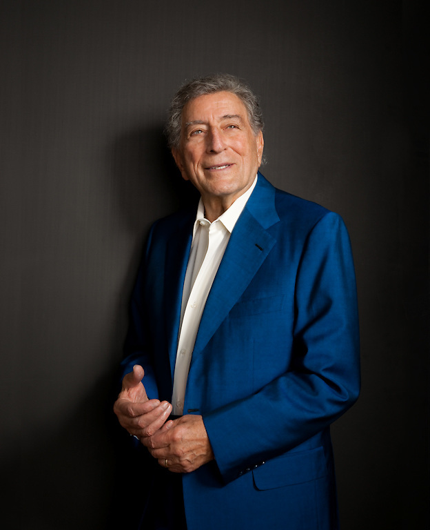 """Singer Tony Bennett photographed in his New York apartment for the Creative Coalition """"It Starts with the Arts"""" Project"""