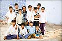 2006- Inde- désert du Rajasthan, groupe d'enfants.