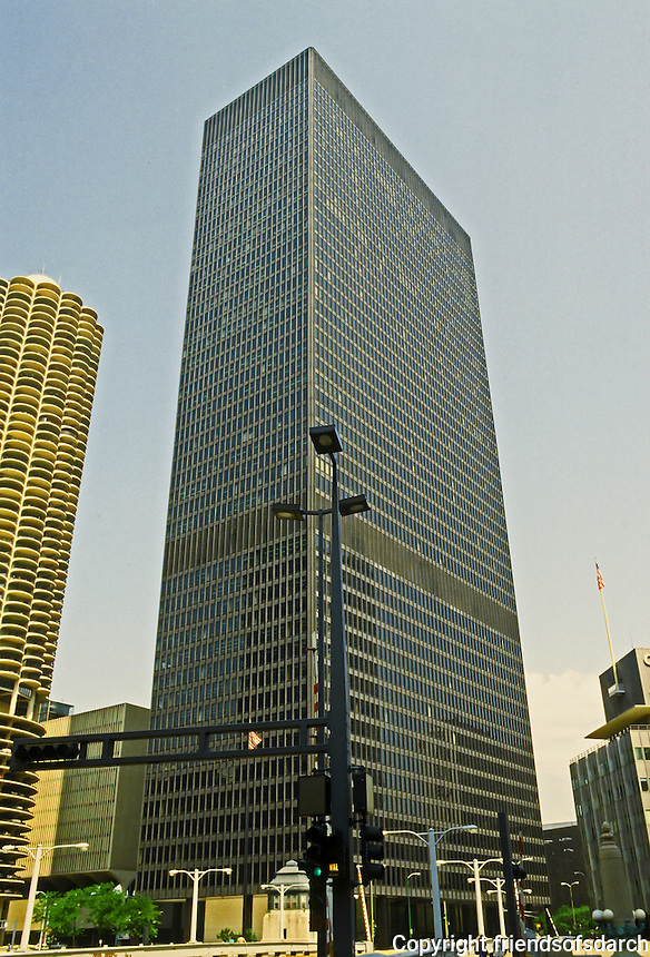 Mies van der Rohe: IBM Building, Chicago 1971. 52 stories; curtain wall of dark aluminum and bronze-tinted glass.