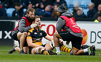 Photo: Richard Lane/Richard Lane Photography. Wasps v Leinster.  European Rugby Champions Cup. 20/01/2019. Wasps' Joe Launchbury receives medical treatment from physios, Jamie Hamment and Ali James.