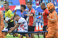 SANTA MARTA - COLOMBIA, 31-08-2019: Matias Perez Garcia del Cúcuta es retirado en camilla durante el partido por la fecha 9 de la Liga Águila II 2019 entre Unión Magdalena y Cúcuta Deportivo jugado en el estadio Sierra Nevada de la ciudad de Santa Marta. / Matias Perez Garcia of Cucuta is retired by paramedics from the field during match for the date 9 as part Aguila League II 2019 between Union Magdalena and Cucuta Deportivo played at Sierra Nevada stadium in Santa Marta city. Photo: VizzorImage / Gustavo Pacheco / Cont